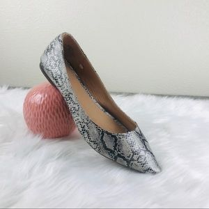EUC Old Navy Snake Pointed Toe Ballet Flats Size 9
